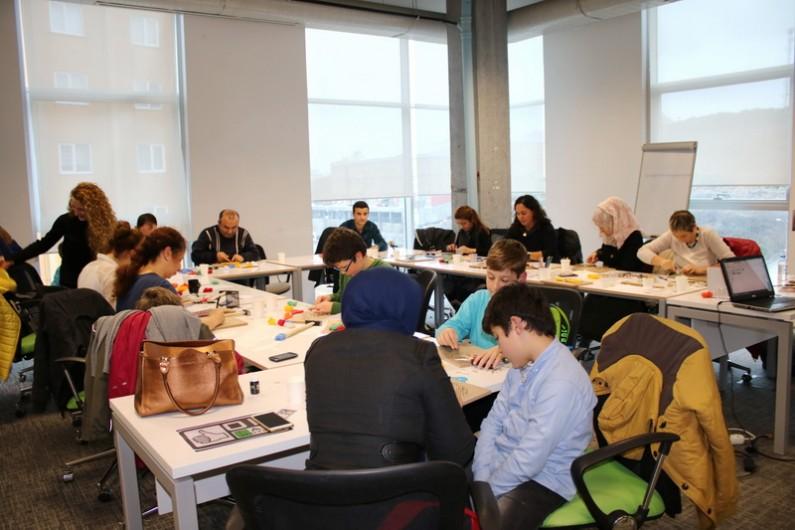 Başakşehir Living Lab'da İplik Sanatı Çalıştayı