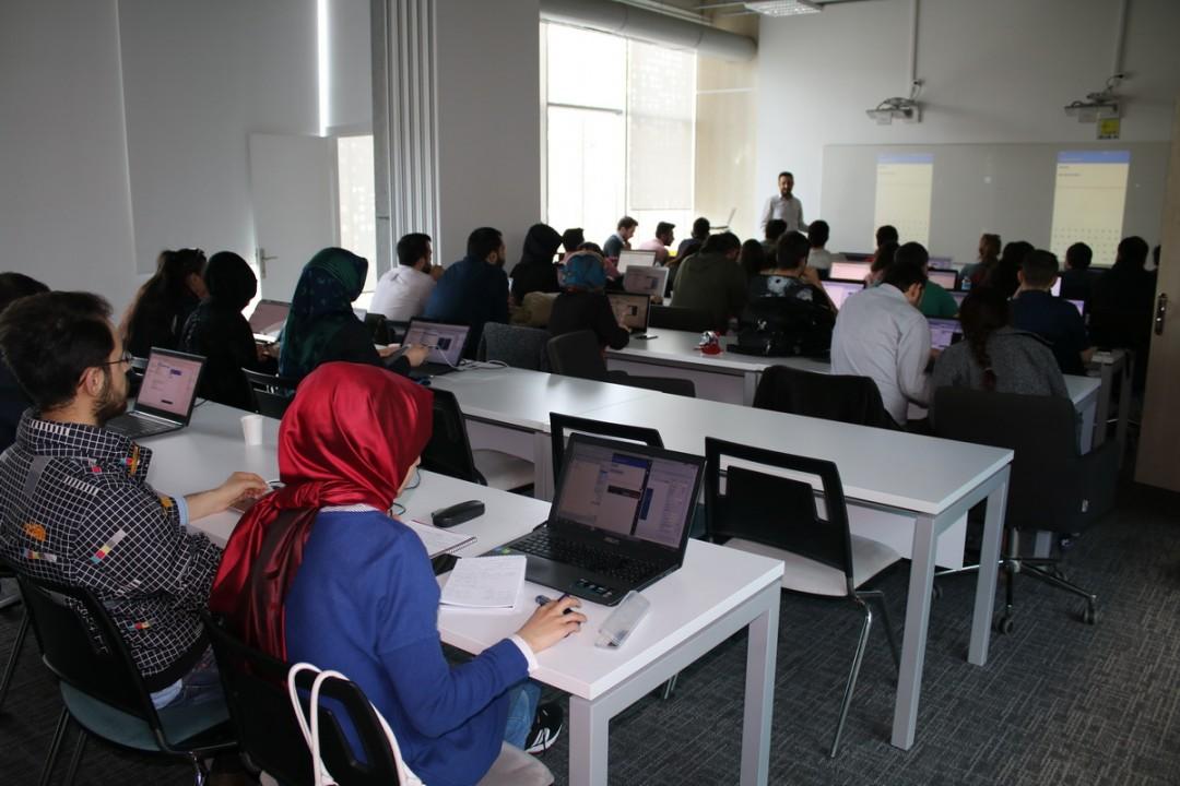 Başakşehir Living Lab'de Java ile Android Programlama 201 Eğitimleri Gerçekleştiriliyor