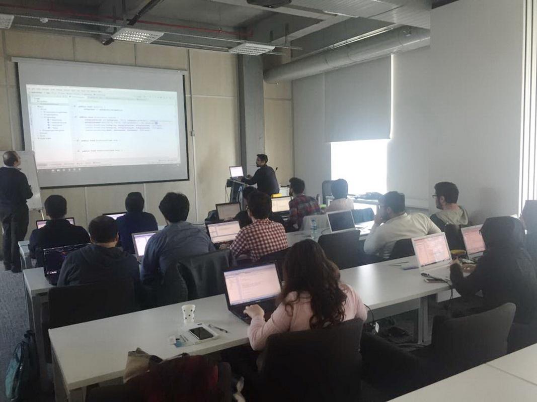 Başakşehir Living Lab'da Mobil Oyun Programlama Eğitimi