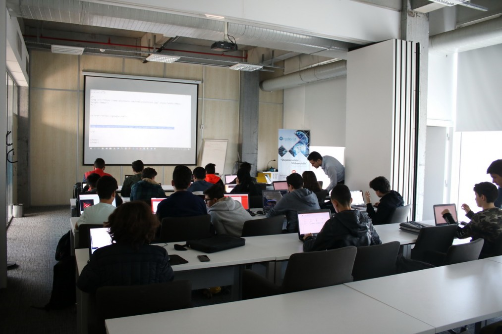 WEB Programlama Eğitimi Düzenlendi