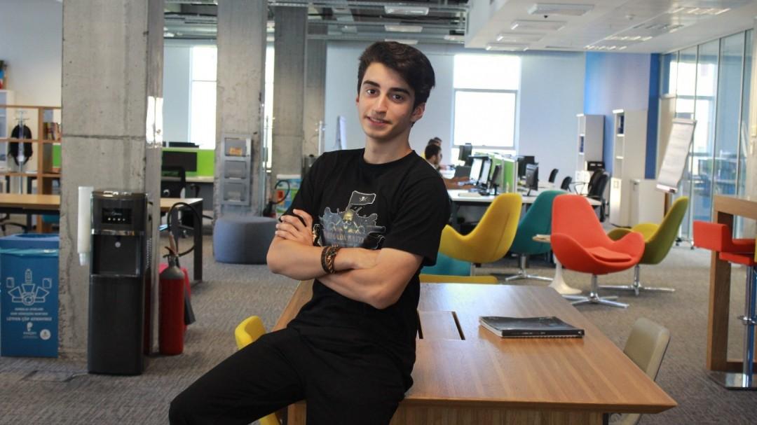 Liseli Girişimci Dev Online Oyun Geliştirdi
