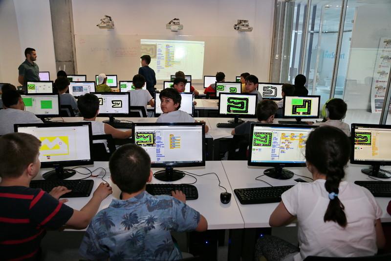 Geleceğin Yazılımcıları Başakşehir Living Lab'de Yetişiyor
