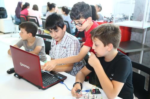 Başakşehir Living Lab'de Yaz Dönemi Eğitimleri Doludizgin