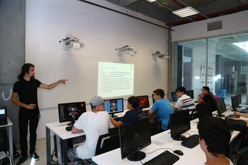 Bilgisayarlara Dair Her Detayı Başakşehir Living Lab'de Öğreniyorlar