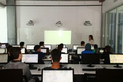 Başakşehir Living Lab'da Mobil Oyun Programlamaya Giriş Eğitimi