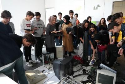 Elektronik Atıktan Tasarım Atölyesi'nde, Teknolojik Atıklar Sanat Eserlerine Dönüştürülecek!