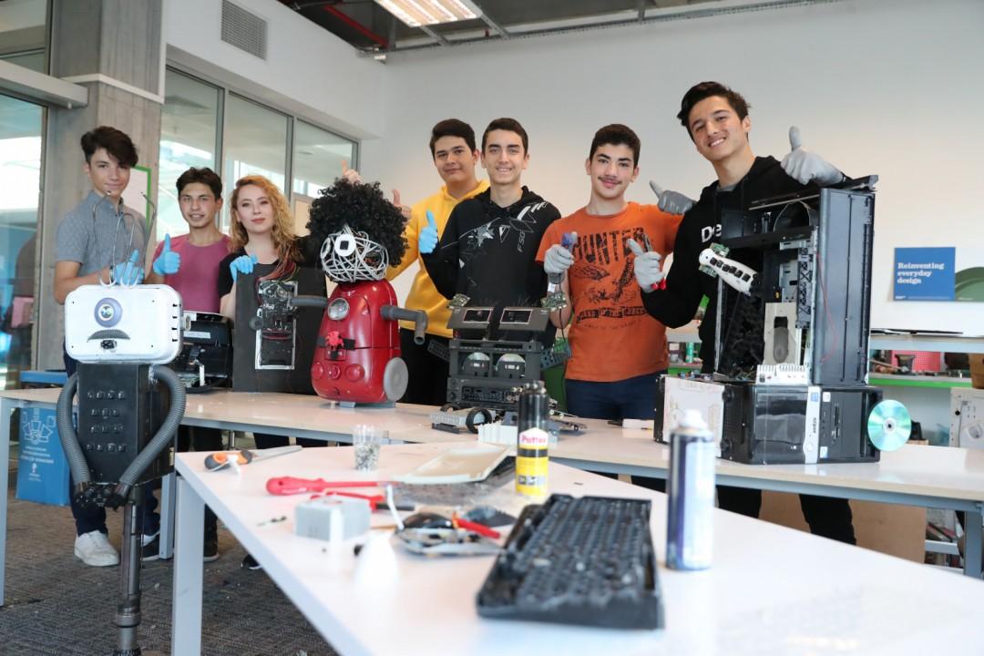 Elektronik Atıklar Sanat Eserine Dönüştü