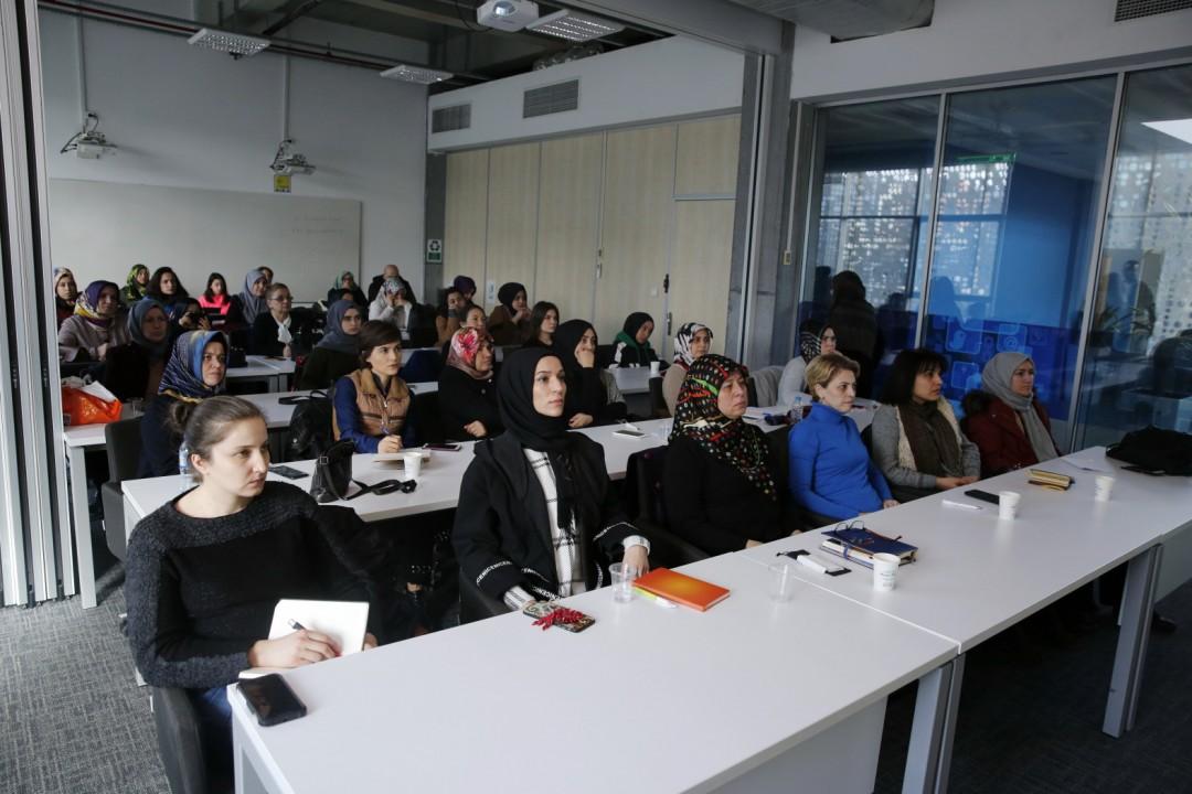 """Başakşehirli Kadınlara """"Mikro Kredi"""" Eğitimi"""